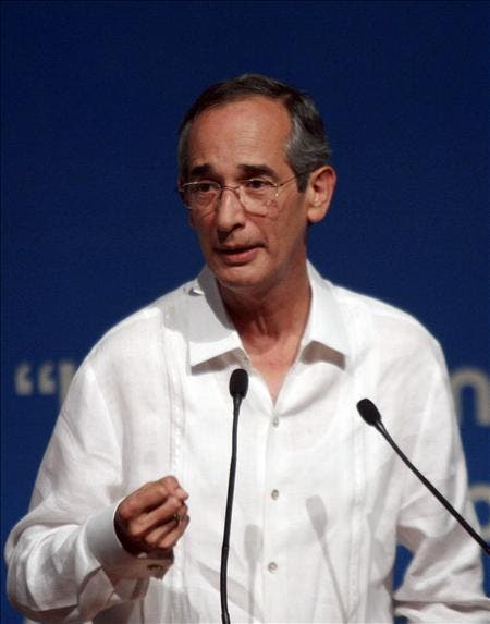 Colom nombra a abogada Claudia Paz como nueva fiscal general de Guatemala
