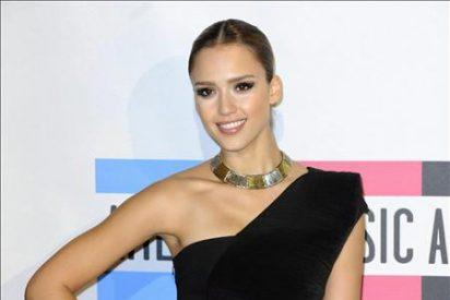 """Jessica Alba afirma estar contenta por hacer de """"tonta"""" en su próximo filme"""