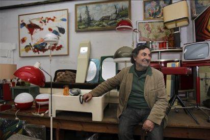"""Uno de los autores del """"look Almodóvar"""" se deshace de su colección de objetos"""
