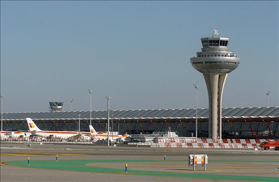 El 85 por ciento de los controladores aéreos firma una carta que garantiza el servicio