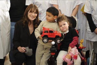 """Carla Bruni asegura que quiere """"hacer más por los desfavorecidos"""""""