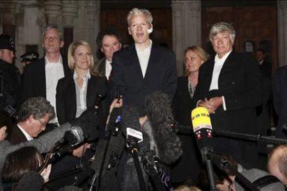 Un Nobel y un ex político laborista, entre quienes avalaron a Assange