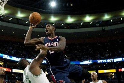 102-90. Ante los Hawks, Davis y Garnett le dan a los Celtics el duodécimo triunfo consecutivo