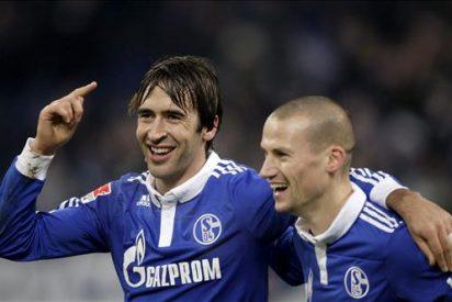 Raúl logra los tres goles del Schalke 04 ante el Colonia