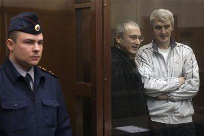 Un tribunal de Moscú declara culpables al magnate Jodorkovski y a su socio Lébedev