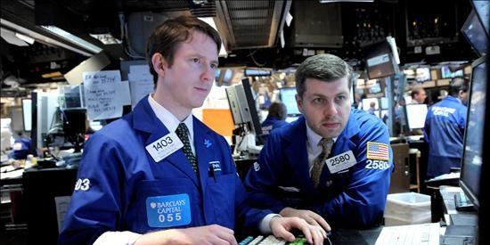 Wall Street se mantiene a la baja y pierde un 0,24% hacia la media sesión
