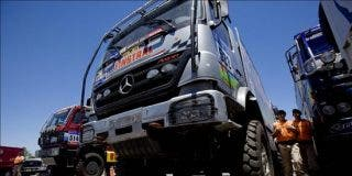 Presentan los vehículos europeos que competirán en el rally Dakar Argentina-Chile