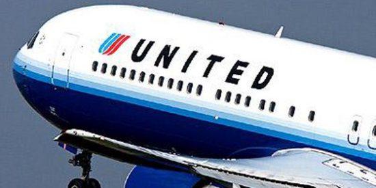 Expulsan a una familia de un avión de United Airlines porque su hija de 2 años se negó a usar mascarilla