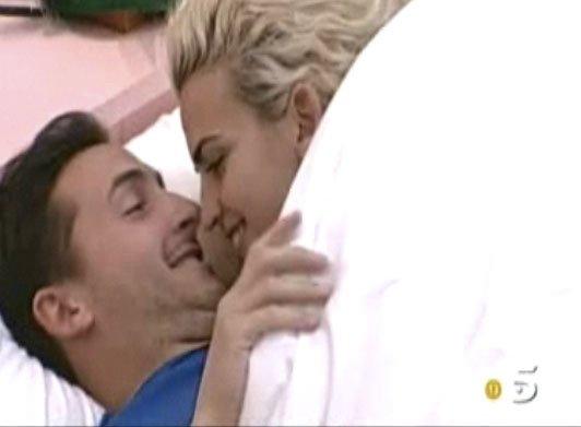 Descarada secuencia de sexo entre Chari y Ruben ('GH12') para que no les expulsen