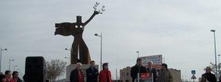 El PSOE dilapida el dinero en estatuas de Pablo Iglesias para las rotondas