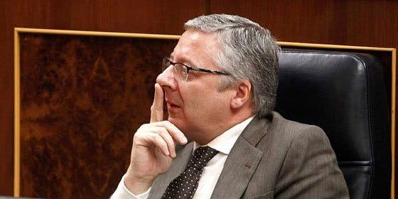 Un estado de alarma 'inevitable' con aroma 'franquista' para proteger al Gobierno