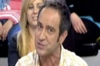 'Sálvame' le anuncia a Víctor Sandoval en directo que tiene un tumor