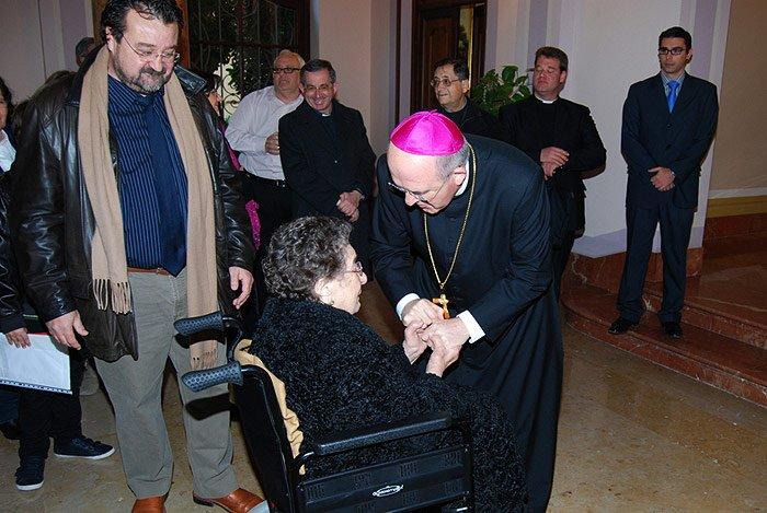 Osoro felicita a la hermana centenaria de monseñor Jesús Pla