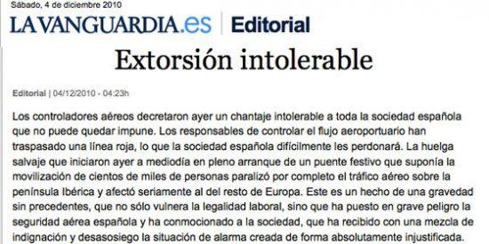 """La Vanguardia: """"Sorprende que el Consejo de Ministros, al inicio de un largo puente, aprobara el decreto ley para regular el horario de trabajo de los controladores sin tener prevista su reacción"""""""