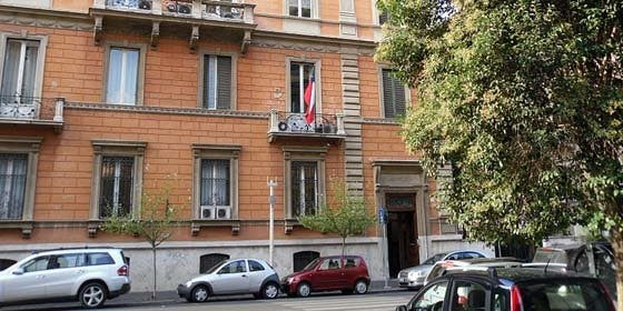 Estalla una bomba en la Embajada de Chile en Roma