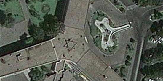 Google Earth descubre una estrella de David en el tejado del aeropuerto de Teherán