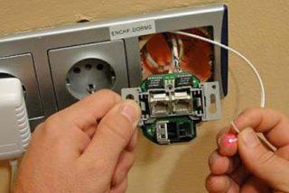 Telefónica ensaya la fibra de plástico para dar velocidad a internet en el hogar