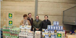 Caja Rural de Toledo entrega a Cáritas una partida de alimentos para las personas más necesitadas