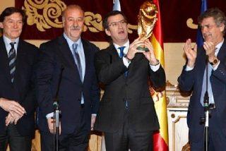 La Copa del Mundo de Fútbol peregrina a Santiago