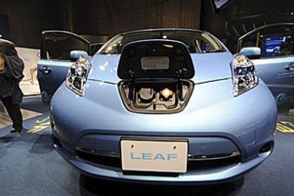 Entregan en Estados Unidos el primer coche eléctrico LEAF del mundo