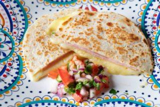 Quesadillas de queso: 2 recetas fáciles