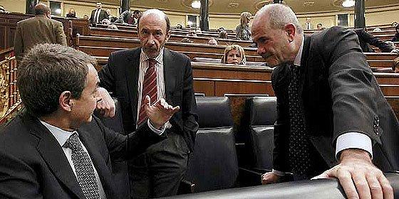Los diputados españoles blindan sus pensiones y recortan las de los 'currantes'