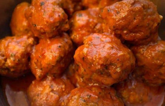 alb贸ndigas en salsa