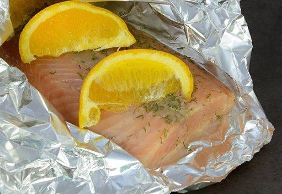 salmón en papel de aluminio