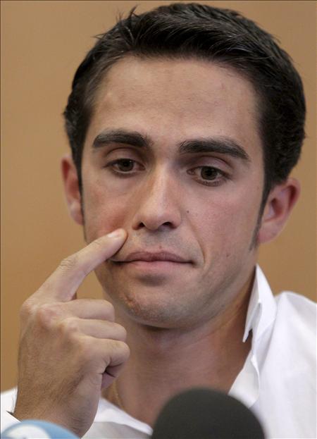 Contador recurre a la 'teoría del beso de Gasquet'