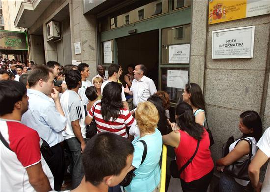 Baja el número de inmigrantes no europeos con residencia en España