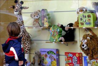 Muñecas con videocámara y coches que suben paredes, novedades de Reyes