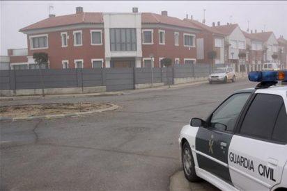 Un hombre permanece 6 horas atrincherado en su casa con un rifle y ocho armas más