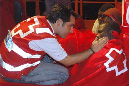 Rescatados seis inmigrantes magrebíes de una patera en aguas de Almería