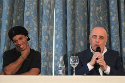 Ronaldinho oficializa su retorno al fútbol brasileño pero sin definir club