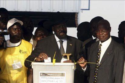 El presidente de la región autónoma del sur de Sudán emite su voto