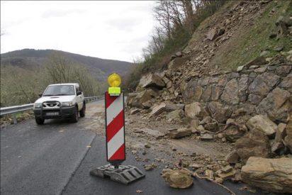 Cortan en Ourense la carretera N-120 entre Logroño y Vigo por desprendimiento