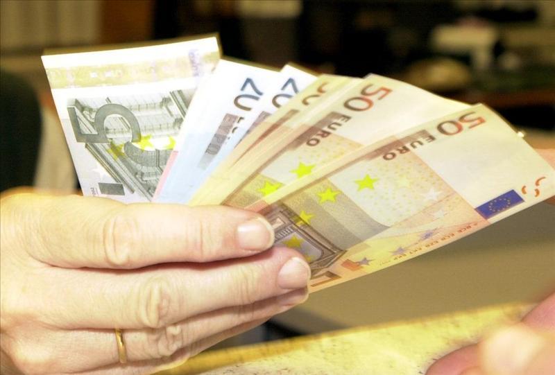 La prima de riesgo sube a 274 puntos básicos a la espera de la puja griega