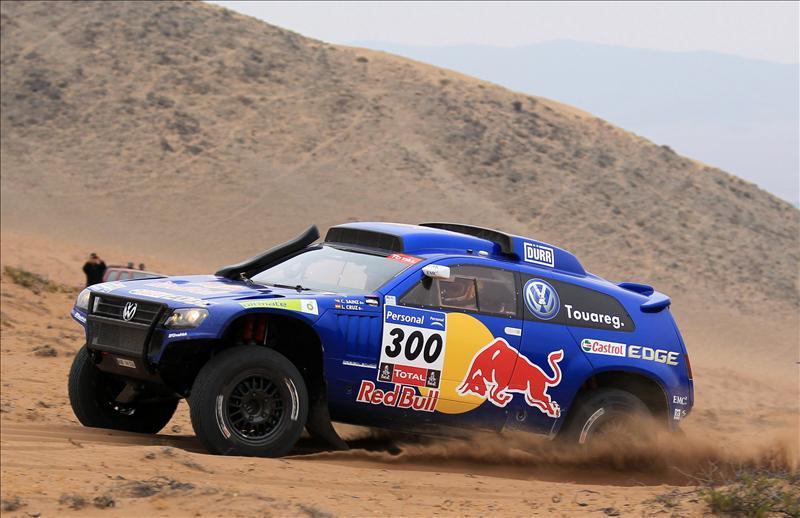 Sainz gana la novena etapa del Dakar y se acerca a Al Attiyah