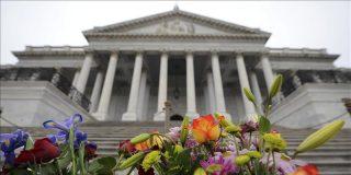 Los estadounidenses desvinculan la masacre de los excesos en la retórica política