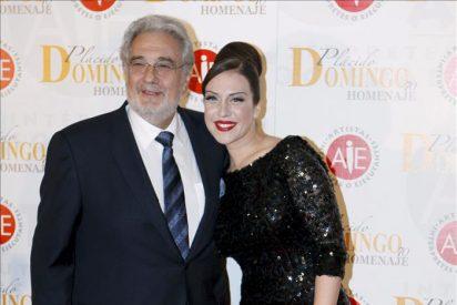 Zapatero y Rajoy felicitan a P.Domingo en la gala de homenaje de sus colegas