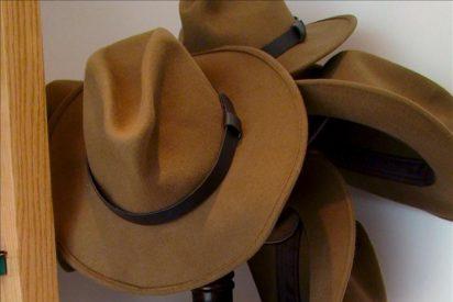 El arqueólogo egipcio Zahi Hawas populariza el sombrero a lo Indiana Jones