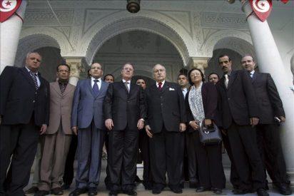 El nuevo presidente interino de Túnez dice que nadie será excluido del proceso político