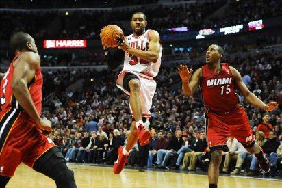 99-96. Rose y los Bulls se aprovechan de la ausencia de James y vencen a los Heat