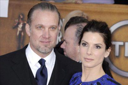 El ex marido de Sandra Bullock anuncia su boda con una tatuadora