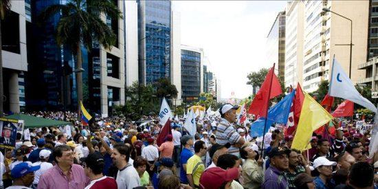 Miles de opositores y seguidores de Chávez se manifiestan sin incidentes