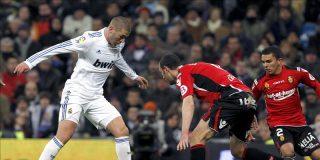 El Barcelona gana con facilidad y el Madrid sufre para mantener el pulso