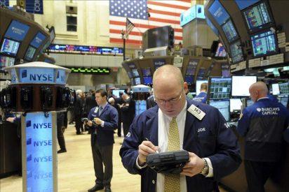 Wall Street se mantiene en negativo y baja el 0,27 por ciento hacia la media sesión