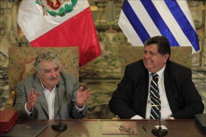 Mujica recibe un sinfín de reconocimientos en su primera visita a Perú