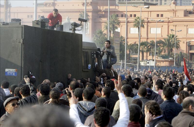 El Cairo trata de recuperar la calma tras las multitudinarias protestas contra Mubarak