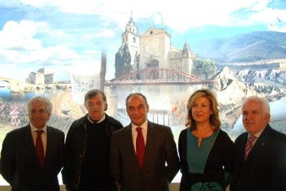 Rivas visita el pabellón de Castilla La Mancha en FITUR para impulsar el turismo interior en la ciudad